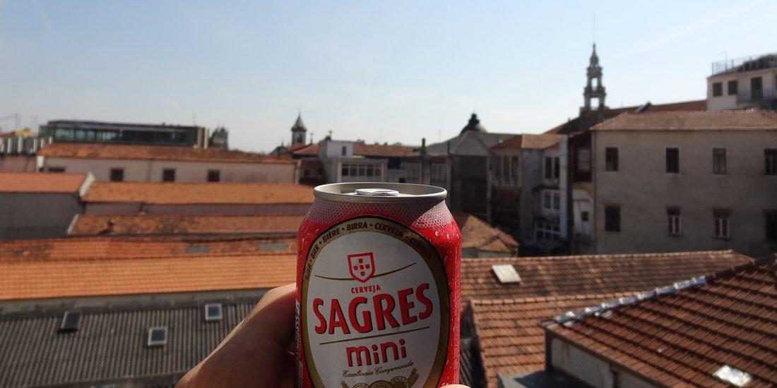 Visiter Porto une bière Sagres à sa main